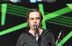 Frontman of 'Crash Test Dummies' sings acoustic version of hit 'Mmm Mmm Mmm Mmm'