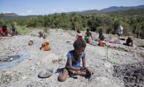 terredeshommes-madagascar-child-miners-website-imagejpg