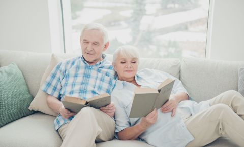 Senior couple reading books literature 123rflifestyle 123rf