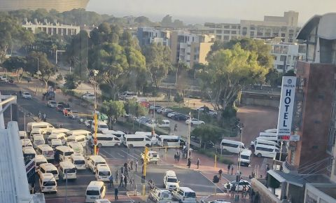 taxis-barricade-roadjpg