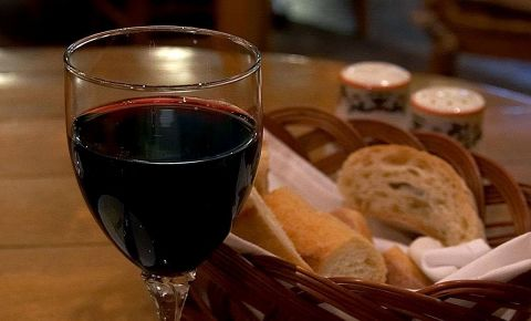 red-wine-in-an-italian-restaurantjpg