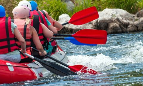 Children river rafting adventure 123rflifestyle 123rf