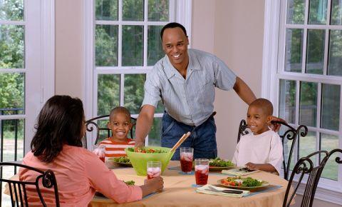 family-eating-lunchjpg