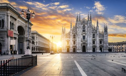 Milan Italy Duomo at sunrise 123rflifestyle 123rf