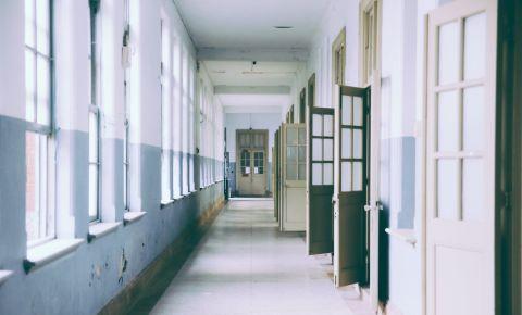 school-hallway-pexels-photojpeg