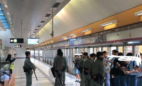 hong-kong-shool-kids-train-station-tweet-twitter-elladraws1jpg