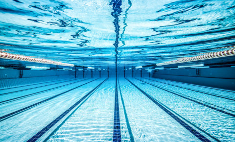 swimming-pool-under-water-lanes-aqua-123rf