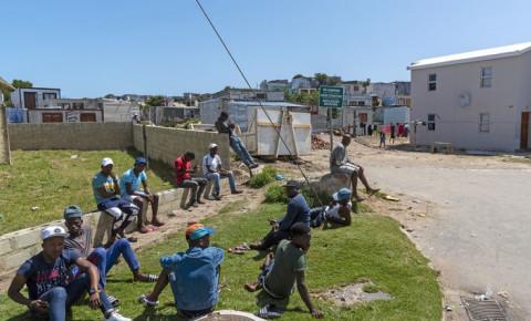 unemployment-men-on-side-of-road-zwelihle-hermanus-western-cape-123rfjpg