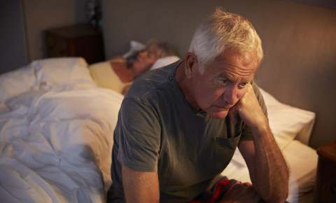 mental-health-stress-worry-anxiety-insomnia-sleep-couple-old-man-bed-123rf