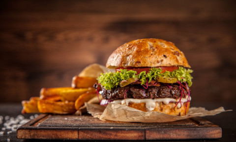 Burger and chips 123rf 123rflifestyle 123rfbusiness