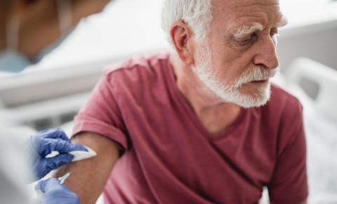 Beard old aged senior man Covid-19 vaccine vaccination 123rf