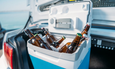 cooler-box-beer-booze-alcohol-liquor-transportation-car- drunk-driving-123rf