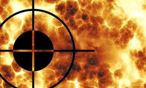 Crosshairs war terrorism guns fighting militants Pixabay