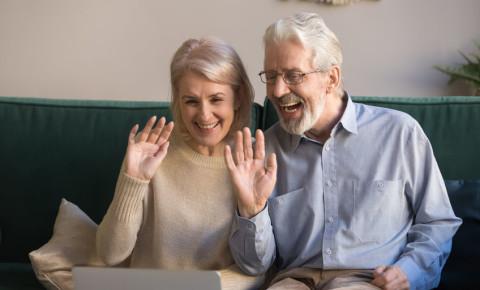 elderly-couple-grandparents-family-chat-virtual-celebration-online-group-123rf