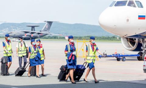 flight-crew-attendant-pilot-air-hostess-mask-airline-travel-airplane-123rf
