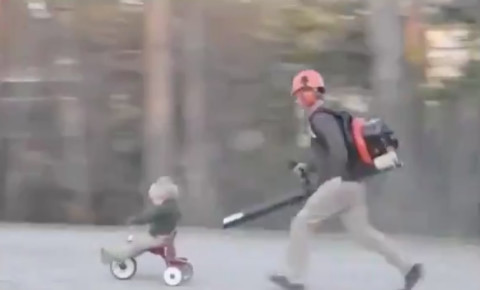2021-02-23 Dad uses leaf blower to push child on bike