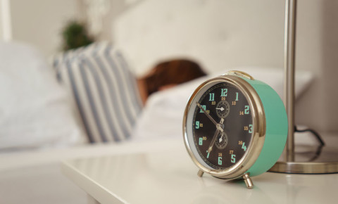 sleep-bed-alarm-clock-time-duration-rest-health-123rf