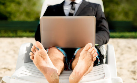 Businessman working remotely on beach 123rfbusiness 123rf