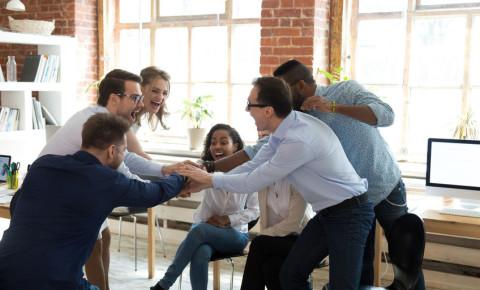 Happy office workers corporate team-building 123rfbusiness 123rf