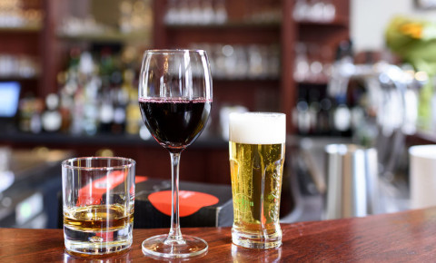 alcohol-bar-drink-drinking-restaurant-liquor-hospitality-wine-beer-whiskey-123rf
