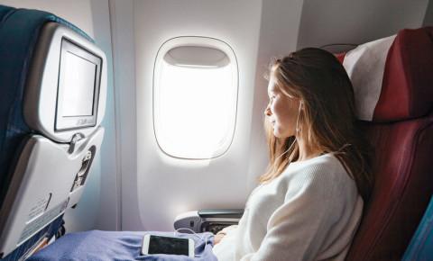 girl-teenager-flight-plane-airline-flight-travel-tourism-youth-gap-year-123rf