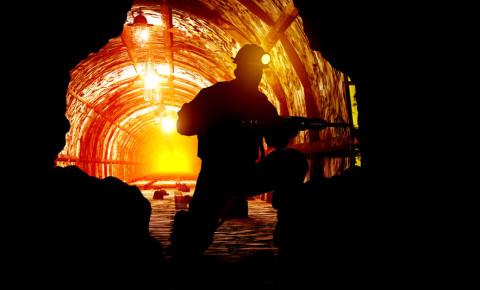 Mine mineworker mining gold platinum coal 123rfbusiness 123rf