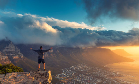 Lions-Head-hiking-cape-town-adventure-tourism-table-mountain-safety-123rf