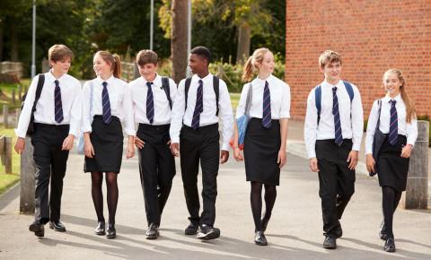 School pupils teenagers learners walking 123rfeducation 123rf