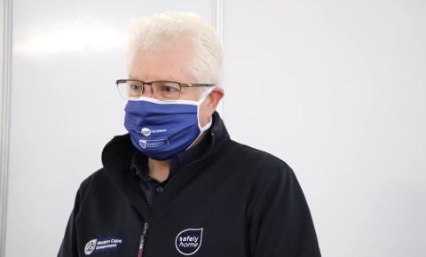 alan-winde-wearing-maskjpg