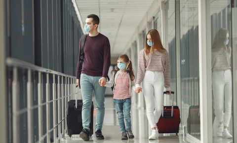 children-travel-tourists-airport-flights-repatriation-mask-luggage-covid19-123rf
