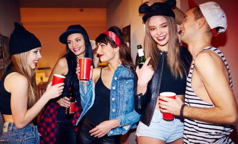 female-students-party-young-girls-women-fashion-beer-drinking-booze-youth-123rf