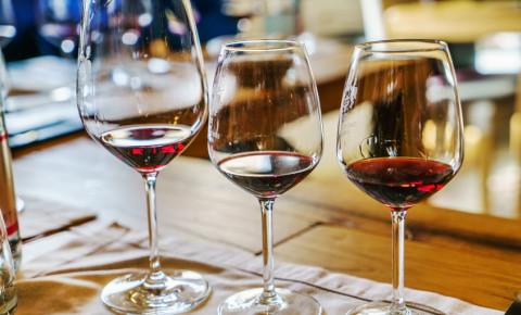 wine-glass-tasting-estate-farm-winery-123rf