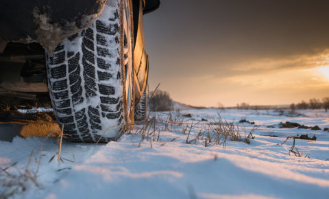 car-snow-snowfall-cold-front-weather-mountain-123rf
