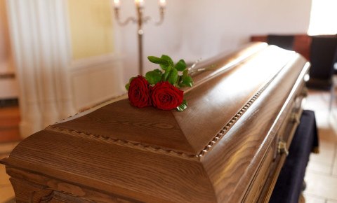 funeral-parlour-burial-coffin-undertaker-death-123rf