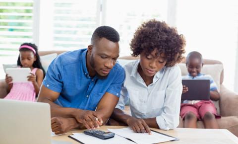 Couple bills money family 123rf