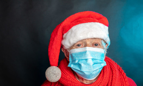 Elderly woman Christmas hat surgical mask covid-19 123rf