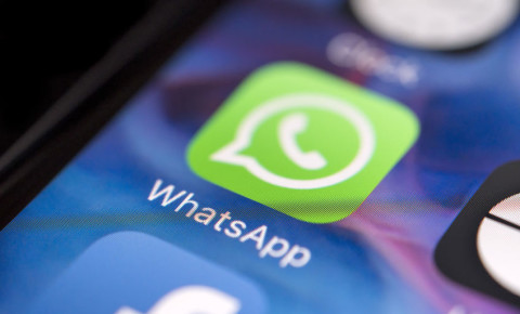 WhatsApp-message-log-app-smartphone-social-media-texting-technology-123rf