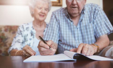 Senior couple old signing documents 123rf 123rfbusiness 123rflifestyle