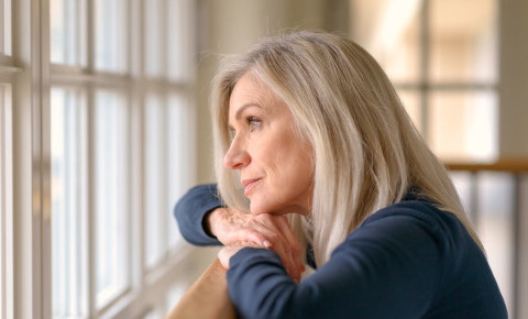 old-woman-retired-pensioner-senior-staring-outside-window-lockdown-blues-123rf