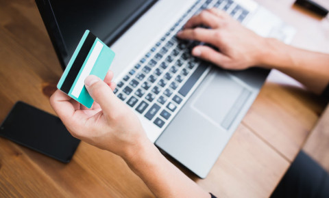 e-commerce-online-shopping-fraud-scam-phishing-bank-card-laptop-booking-123rf