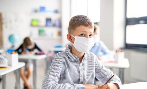 mask-child-boy-learner-pupil-class-classroom-Covid-19-teaching-school-123rf