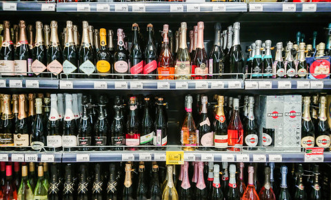 alcohol-sales-booze-bubbly-sparkling-wine-champagne-prosecco-MMC-drinks-123rf