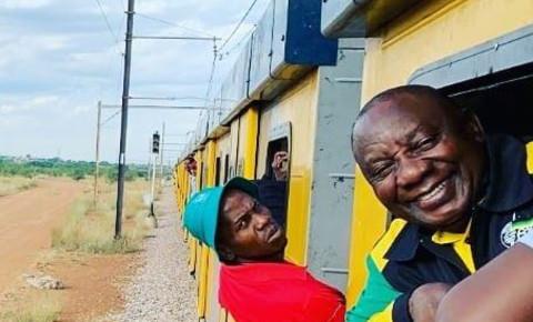 ramaphosa-on-metrorail-trainjpg