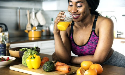 black-woman-health-fitness-orange-juice-vegetables-diet-exercise-kitchen-123rf