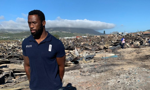 siya-kolisi-at-masiphumelele-after-fire2jpg