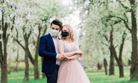 wedding-mask-couple-Covid-19-123rf