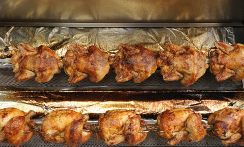 rotisserie-whole-chicken-poultry-hot-cooked-food-meal-supermarket-meat-123rf