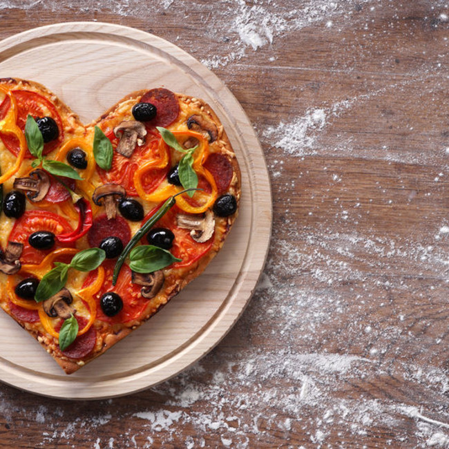 Hearshaped pizza 123rf