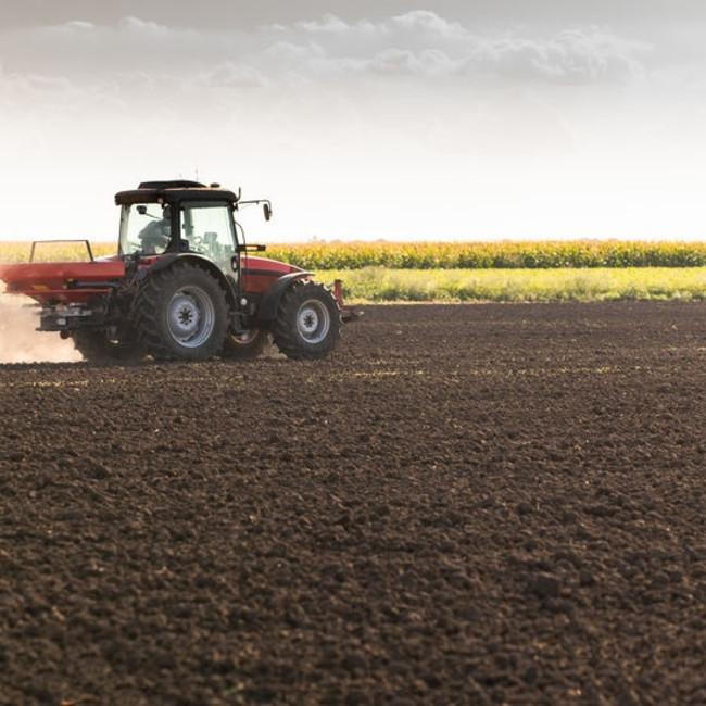 farm-tractor-spreading-fertiliserjpg