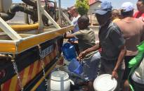 FILE: Residents collect water from a tanker. Picture: EWN